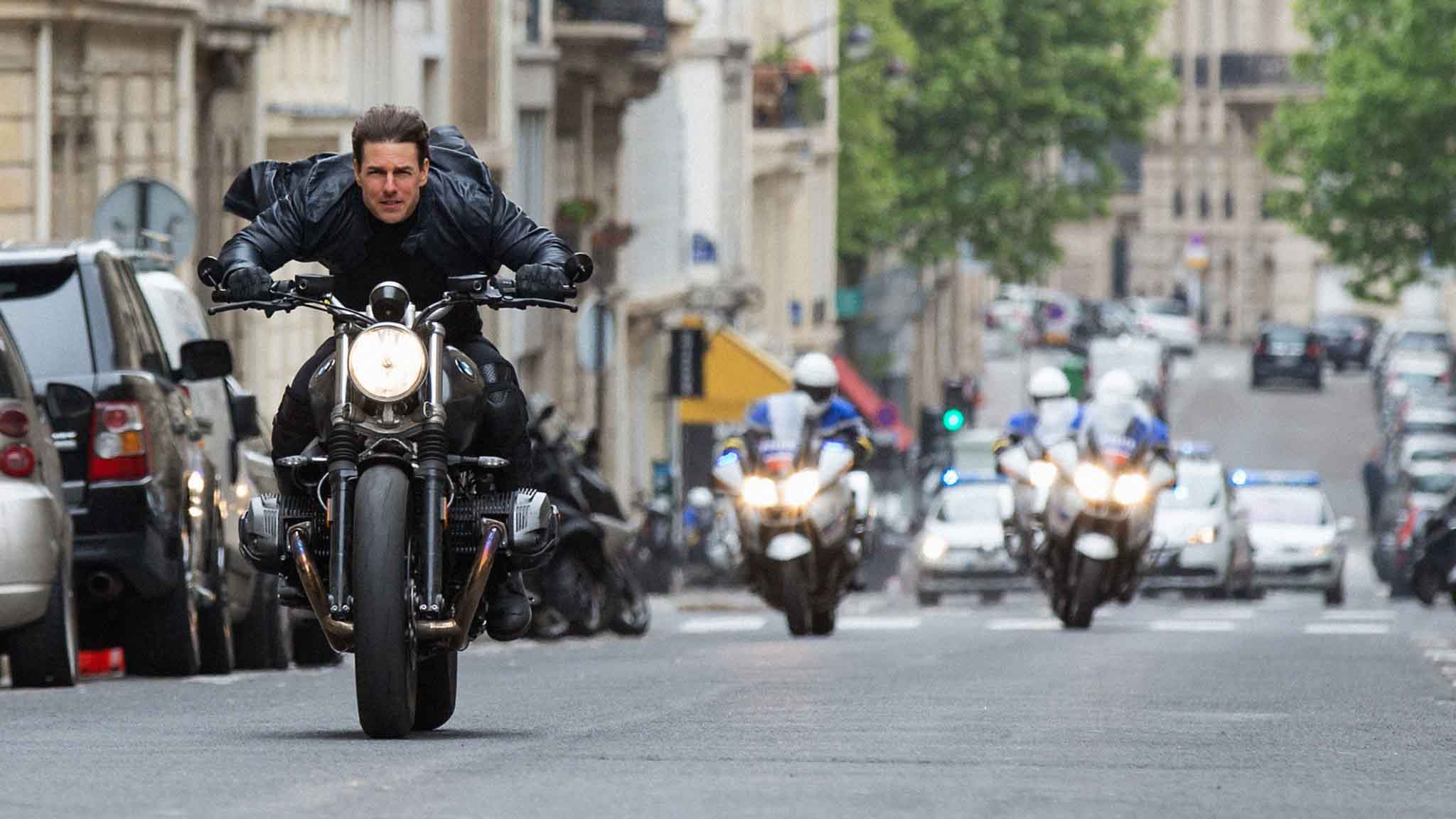 Projížďka Paříží. Tom Cruise coby Ethan Hunt. Z filmu <em>Mission Impossible – Fallout</em>, foto: Paramount Pictures, video: Youtube